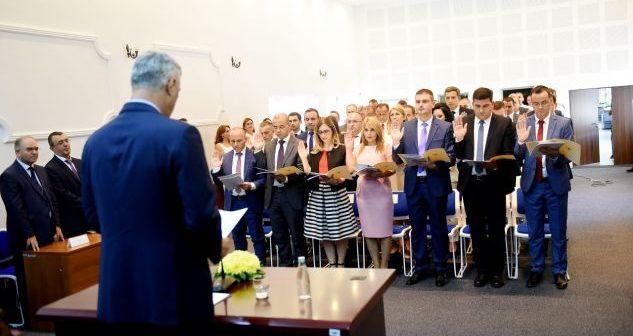 Ftohen gjyqtarët serbë që sot të betohen para Thaçit