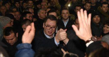 Vuçiq e përfundon vizitën në Kosovë para kohe